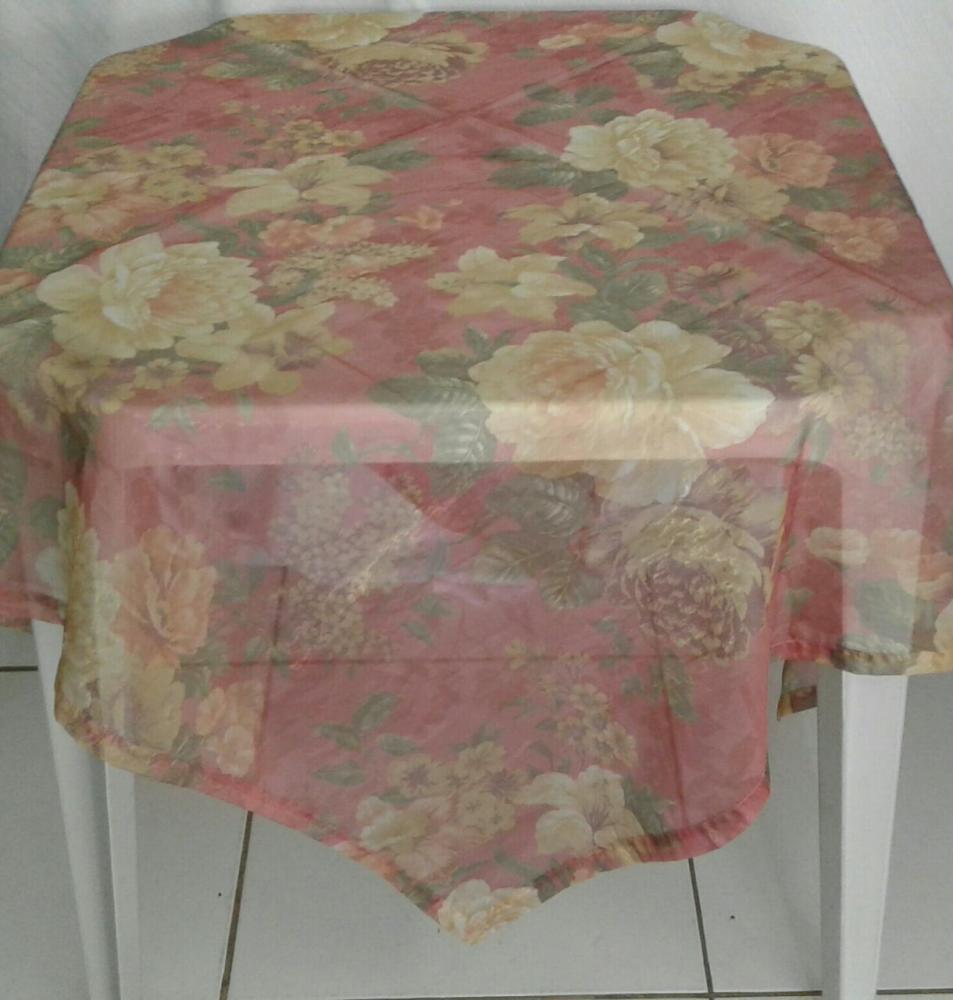 Toalha Quadrada Floral Voil Vermelha