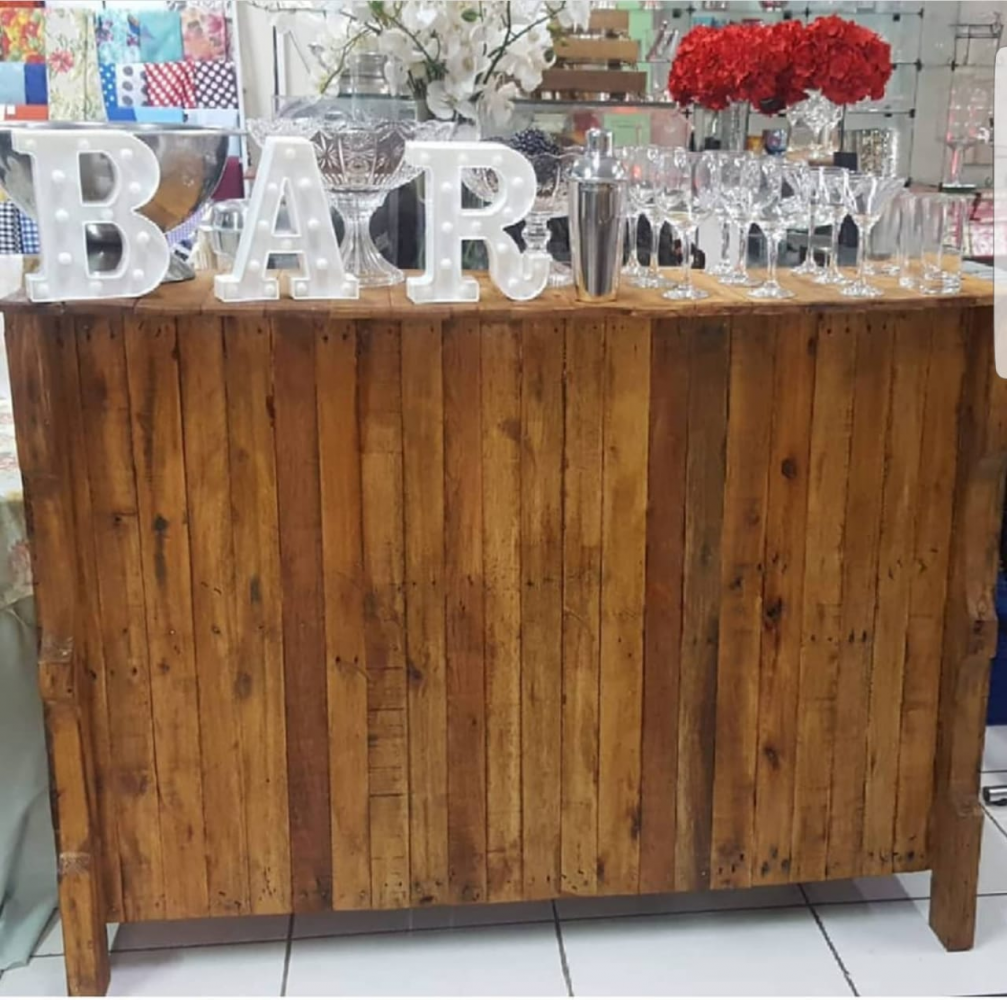 BALCÃO RUSTICO/BAR  1,50 COM X 1,00 ALT X 0,60 LAR
