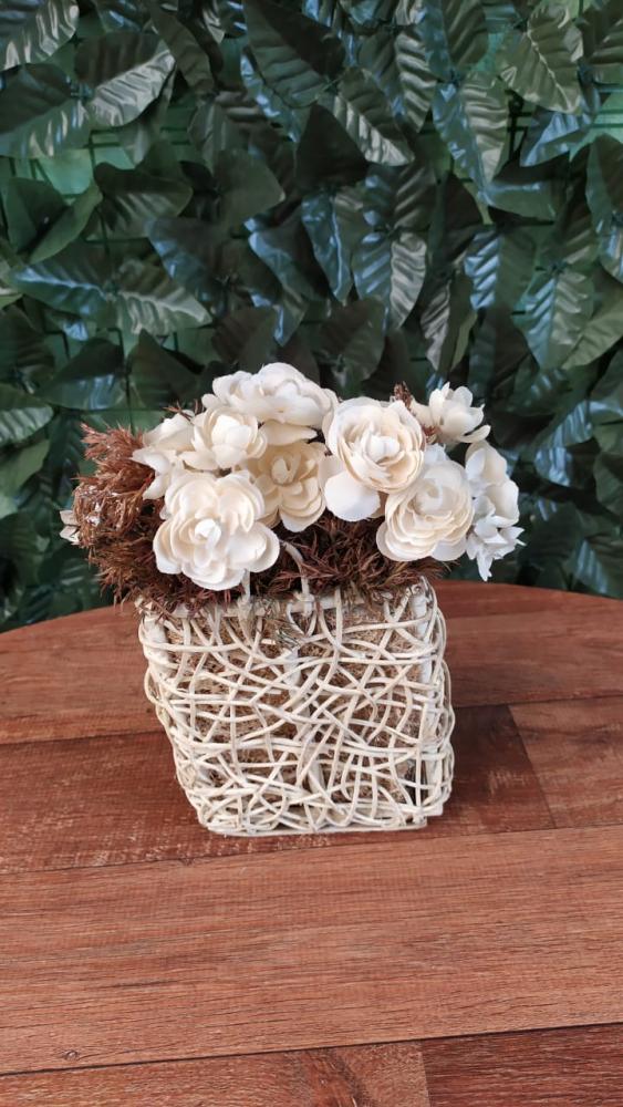Cachepo com flores marfim