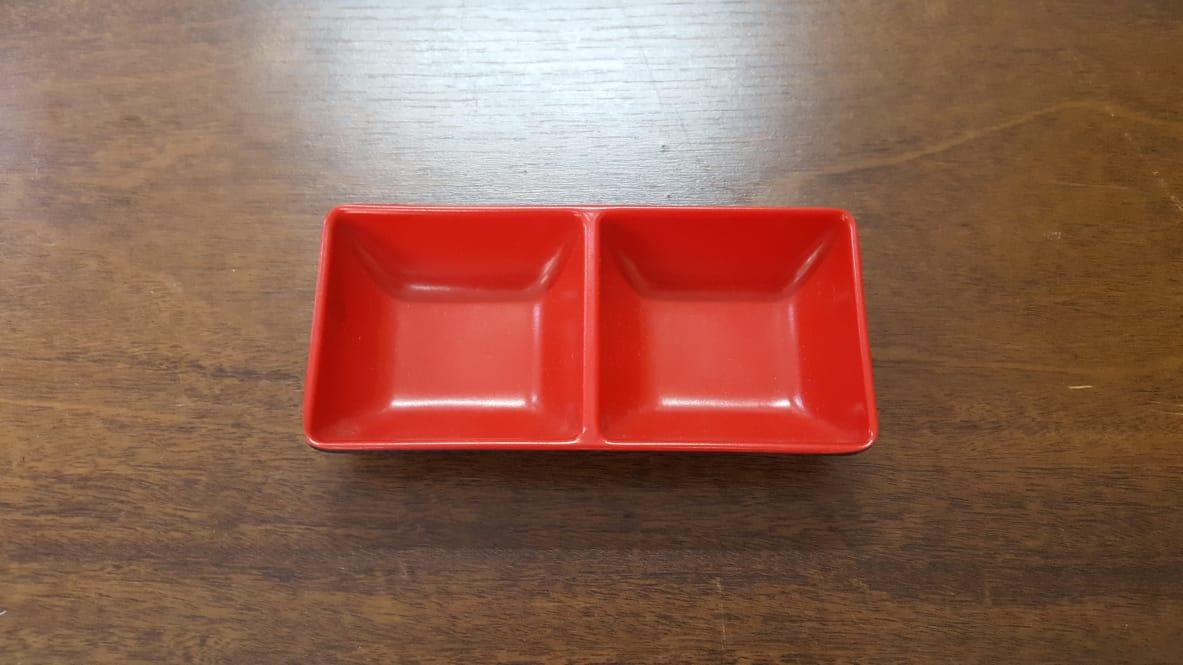 Prato retangular com divisória vermelho com preto de melanina 14x8