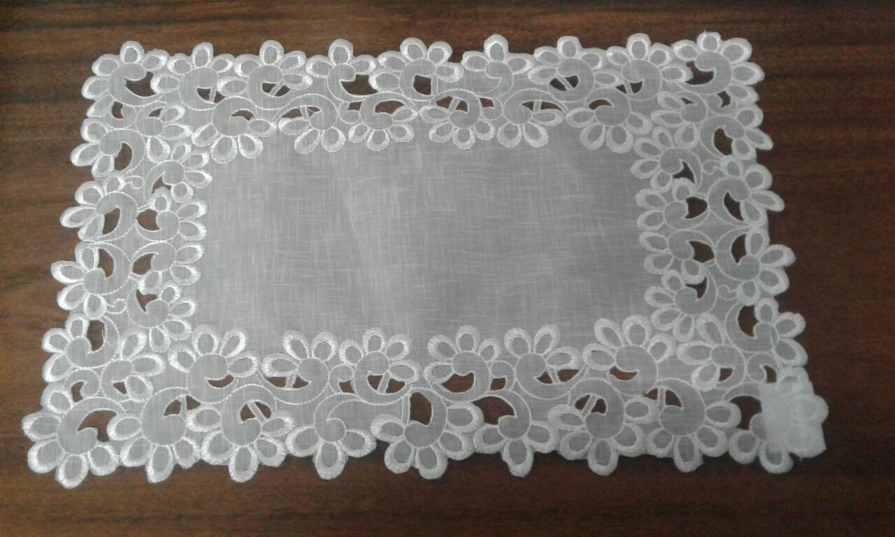 Jogo Americano Retangular Voil Branco decorado com flores
