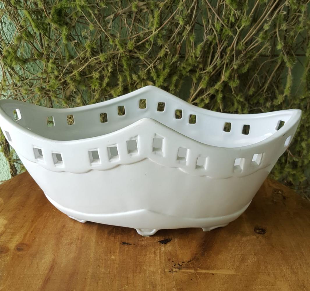 Floreira branca de porcelana
